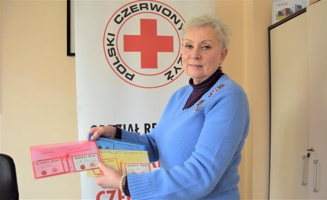 Ewa Szymańska, kierownik oddziału PCK w Grudziądzu: - Przychodzą do nas małżeństwa, osoby samotne i biorą koperty dla siebie, a także także dla sąsiadów