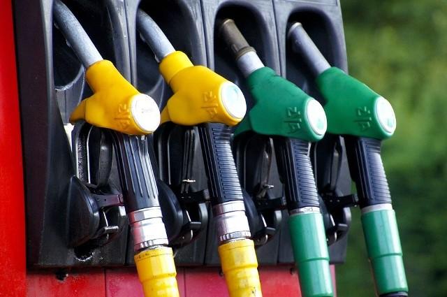 Rekordowe spadki cen paliw przez koronawirusa
