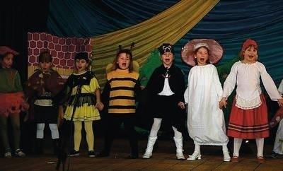 """Na scenie """"Jagódki"""" z przedszkola w Czarnym Dunajcu Fot. Centrum Kultury i Promocji w Czarnym Dunajcu"""