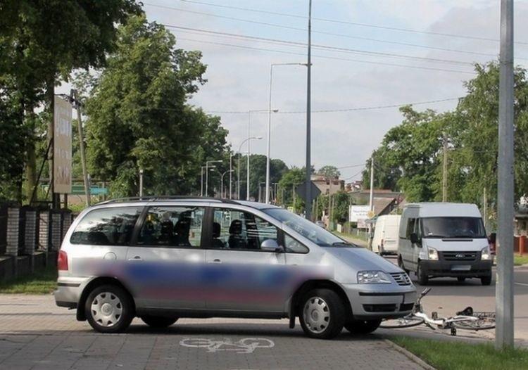 Wypadek rowerzystki miał miejsce przy wyjeździe z ulicy...