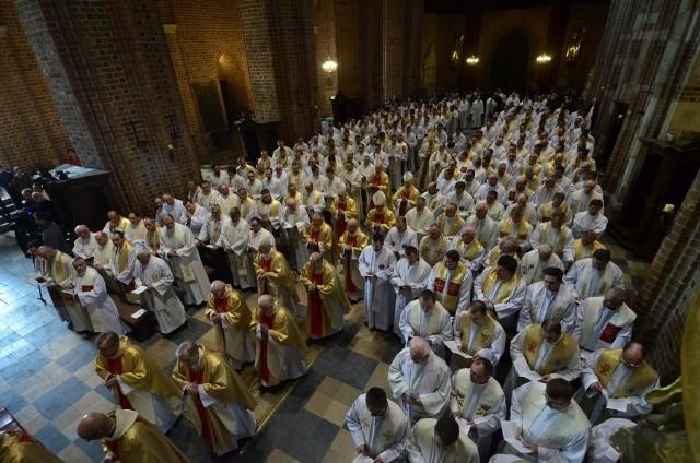 Wielki Czwartek: Msza krzyżma św. w katedrze poznańskiej