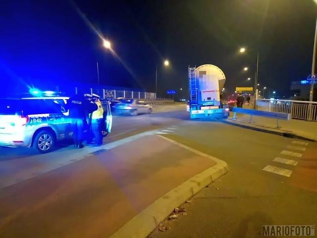 Pijany kierowca ciężarówki uderzył w barierę wiaduku na ul. Ozimskiej w Opolu. Miał ponad 2 promile alkoholu w organizmie