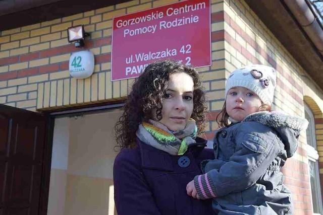 Julia Sarkisjan z Laurą od marca pozostaną bez pieniędzy, bo właśnie upływa ważność poprzedniego orzeczenia dziewczynki.