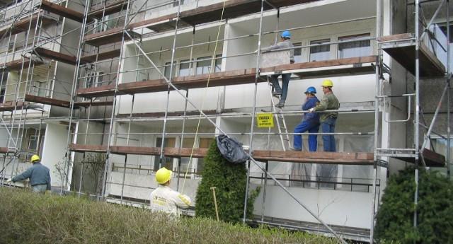 Niektórzy mieszkańcy zapowiedzieli, że ekip remontowych nie wpuszczą na swoje balkony.