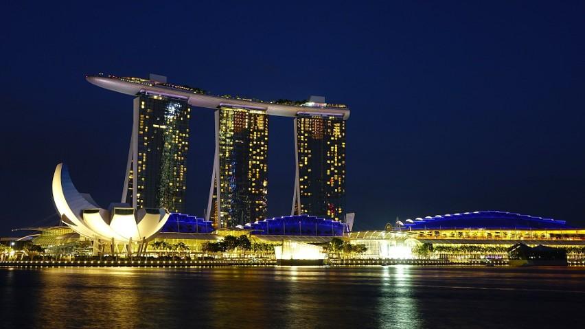 Singapur zaszczepił 80 proc. mieszkańców przeciwko Covid, ale wstrzymuje znoszenie ograniczeń. Dlaczego?