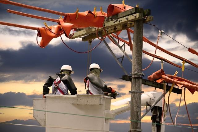 Dzisiaj nie będzie prądu w tych dzielnicach Łodzi: Śródmieście, Bałuty, Górna, Polesie. PGE dystrybucja informuje o czasowych wyłączeniach energii elektrycznej. KLIKNIJ W GALERIĘ ZDJĘĆ i sprawdź, gdzie od 11 do 24 sierpnia okresowo nie będzie prądu.Zobacz kolejne zdjęcia. Przesuwaj zdjęcia w prawo - naciśnij strzałkę lub przycisk NASTĘPNE i sprawdź, gdzie do 11 sierpnia okresowo nie będzie prądu.