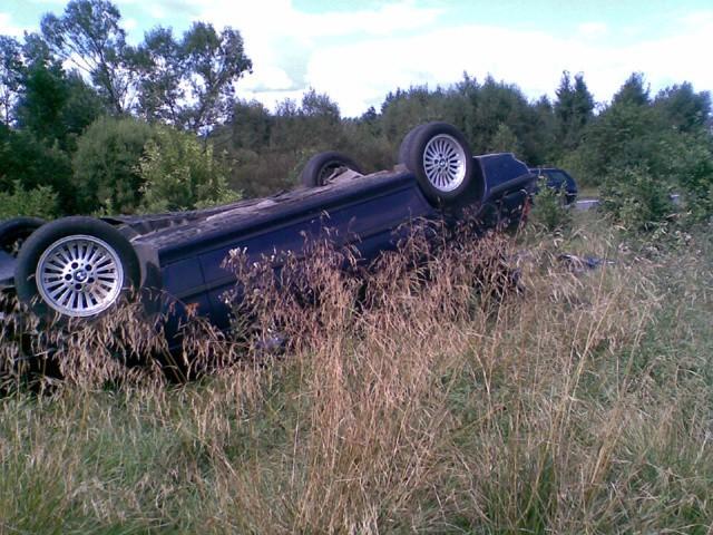 Rozbite BMW w chwilę po wypadku