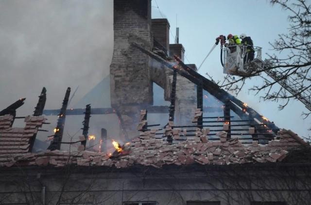 Pożar pałacu w Sieroszowicach