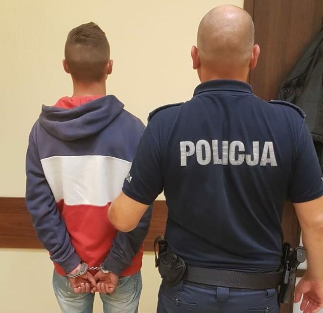 Ostrołęka Wojciechowice. Pijany kierowca uciekał przez policjantami, w końcu porzucił samochód