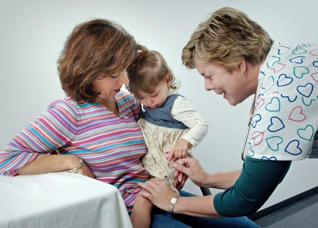 """Sprawdź ranking najlepszych pediatrów (w tym refundowanych z NFZ). Przed nimi choroby u najmłodszych nie mają tajemnic!Kliknij w przycisk """"zobacz galerię"""" i przesuwaj zdjęcia w prawo, naciskając strzałkę lub przycisk NASTĘPNE"""