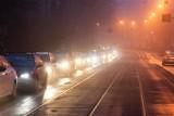 Niebezpiecznie na krakowskich drogach. Korki i kolizje. IMGW ostrzega przed gęstą mgłą [ZDJĘCIA]