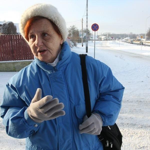 Kiedyś stały tutaj prywatne domy i ich właściciele dbali o chodniki. Teraz nikt tu nie mieszka i nikt nie odśnieża - mówi Barbara Guzowska, mieszkanka okolic Drewnianej.