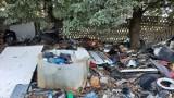 """""""Bajzel na kółkach"""", czyli wysypisko śmieci przy ul. Sokalskiej na Nowym Mieście. Interweniowali strażnicy miejscy"""