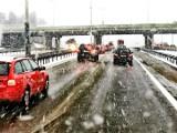 Pogoda na Pomorzu. Od rana trudne warunki na drogach całego Pomorza. W Trójmieście były opóźnienia w komunikacji miejskiej