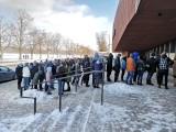 Kraków. Ogromna kolejka przed wejściem na giełdę terrarystyczno-akwarystyczną w hali Cracovii. Czekali, by zobaczyć węże i pająki [ZDJĘCIA]