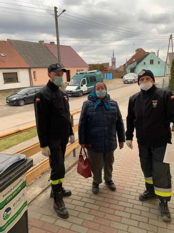 W mniejszych miejscowościach w akcji informacyjnej nt. szczepień pomagali strażacy z OSP