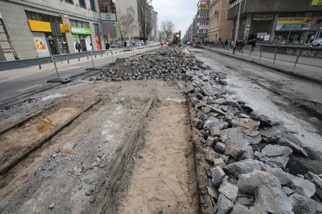 Na ul. Piotrkowskiej podczas prac odkryto stare torowisko tramwajowe, które wyłączono z eksploatacji w 1960 r.