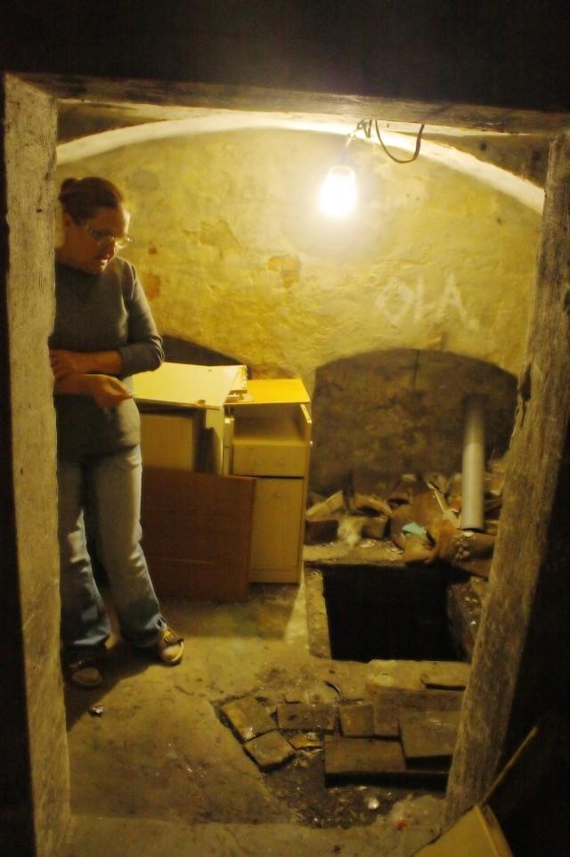 """moniuszki- Po ukazaniu się tekstu w ,,Gazecie Lubuskiej"""" załatano dziurawą rurę w piwnicy - mówi Barbara Kwiatkowska."""