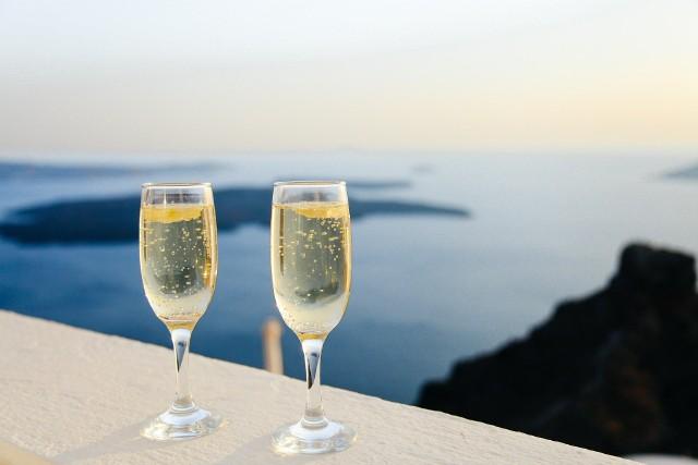 Ludzka kreatywność w dziedzinie alkoholi też  nie zna granic. Travel Channel przygotował zestawienie TOP 10 najciekawszych alkoholi, których można skosztować w najróżniejszych zakątkach świata. Zobaczcie szczegóły na kolejnych slajdach!