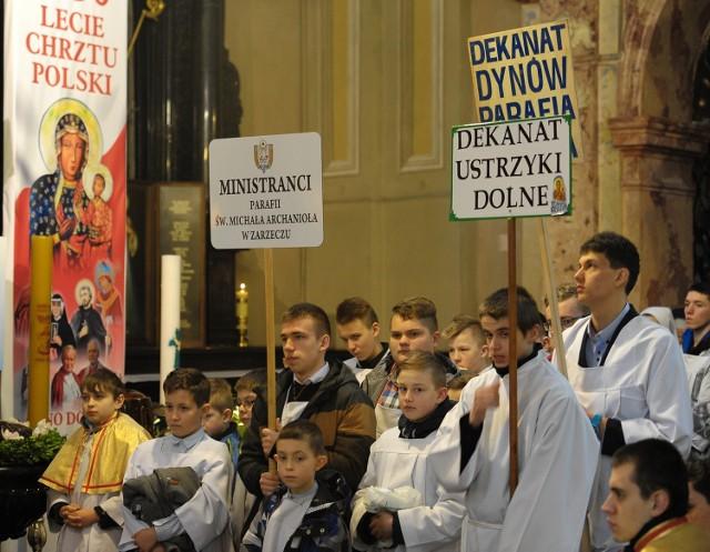 W Wielki Czwartek odprawiana jest msza święta Krzyżma, w czasie której księża odnowią przyrzeczenia kapłańskie.