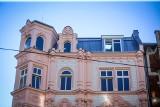 Różowa kamienica w Katowicach wzbudza kontrowersje. Hit czy kicz? Tak wyglądają różowe budynki z innych miast Polski i Europy