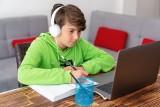Możesz dostać 1500 zł na komputer dla dziecka, jeśli spełnisz kilka warunków. Czas na złożenie wniosku jest tylko do 30 grudnia