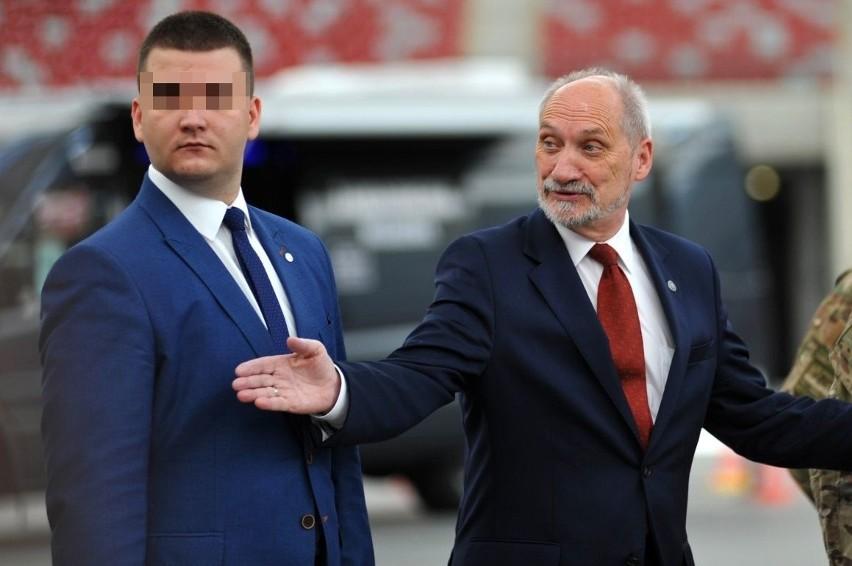 Bartłomiej M. był bliskim współpracownikiem ministra Antoniego Macierewicza