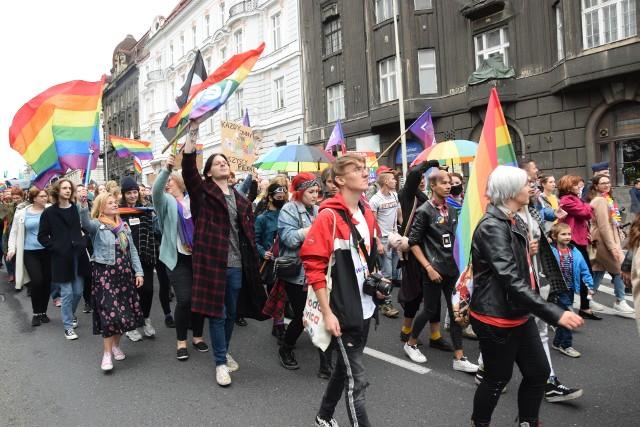 Pierwszy w mieście Marsz Równości odbył się dzisiaj 19 września w Bielsku-Białej. Wzięło w nim udział kilkaset osób. Marsz przebiegał w spokojnej, luźnej atmosferze.