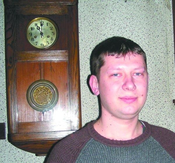 Arkadiusz Fedosiewicz prowadzi jedyny w powiecie hajnowskim zakład zegarmistrzowski. 15 lutego 2009 r., jego zakład przestanie istnieć.