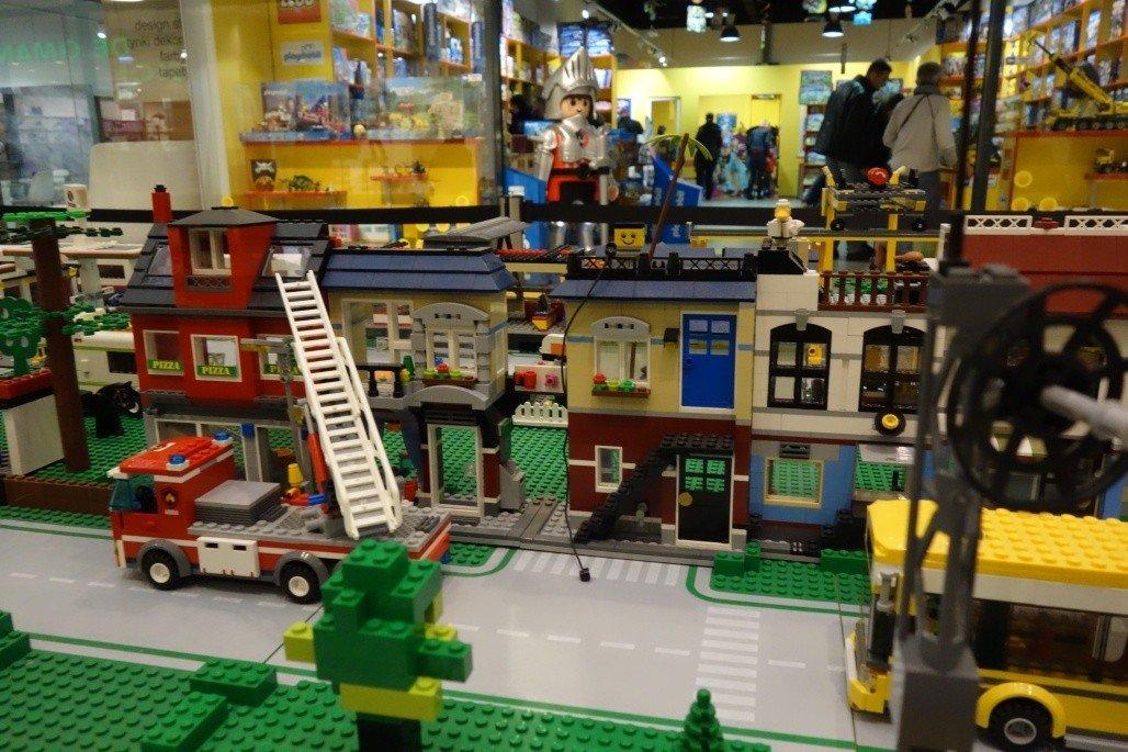 Lego City W Sukcesji Elektryczne Pociągi Z Klocków Lego Zdjęcia