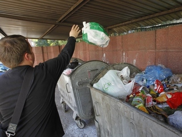 Ile zapłacimy za śmieci? Rachunki wzrosną nawet o 40 procentIle zapłacimy za śmieci? Rachunki wzrosną nawet o 40 procent