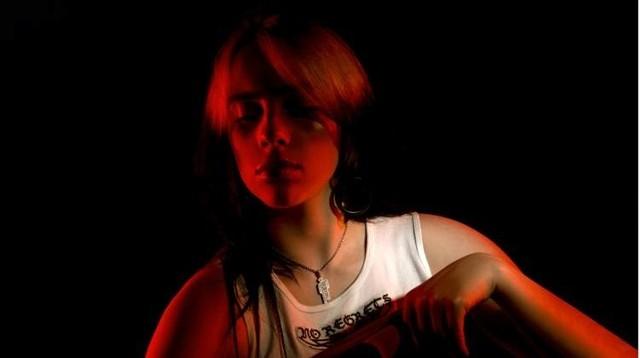 """Premiera z zaskoczenia: Billie Eilish prezentuje swój najnowszy singiel """"Therefore I Am"""" i klip do piosenki. Nagrała też """"No Time To Die"""""""