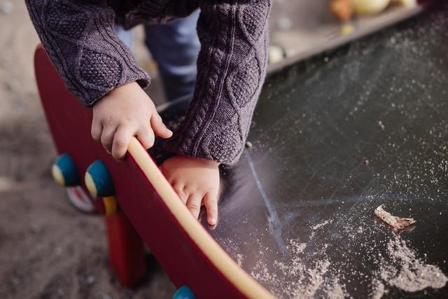 Nowy program 400 plus. Ministerstwo Rodziny i Polityki Społecznej przekazało informacje dotyczące nowego świadczenia dla rodzin - 400 plus na dziecko. Program miałby ruszyć od 2022 roku.