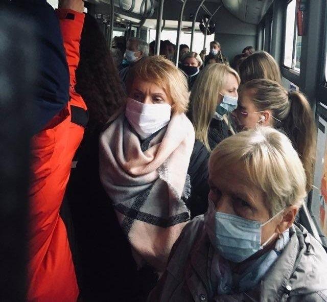 Wtorek, g. 8.30, autobus linii nr 18. Jak informują internauci, podobnie jest w innych autobusach grudziądzkiej komunikacji miejskiej