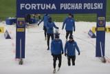 Zimowa aura na meczu Puszcza - Lechiaa w Pucharze Polski [ZDJĘCIA]