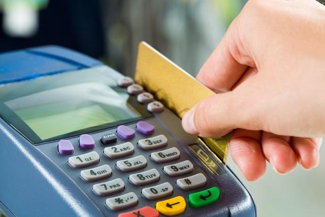 Już wkrótce kodem PIN trzeba będzie autoryzować również niektóre transakcje na kwoty nieprzekraczające 50 zł