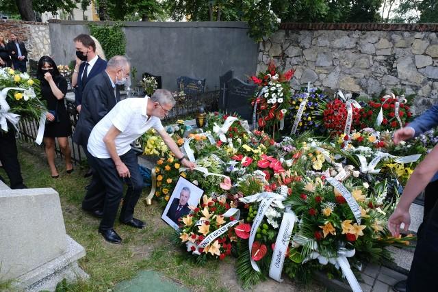 Pogrzeb Wilhelma Zycha w Sosnowcu. Żegnali go rodzina, przyjaciele, samorządowcy.Zobacz kolejne zdjęcia. Przesuwaj zdjęcia w prawo - naciśnij strzałkę lub przycisk NASTĘPNE