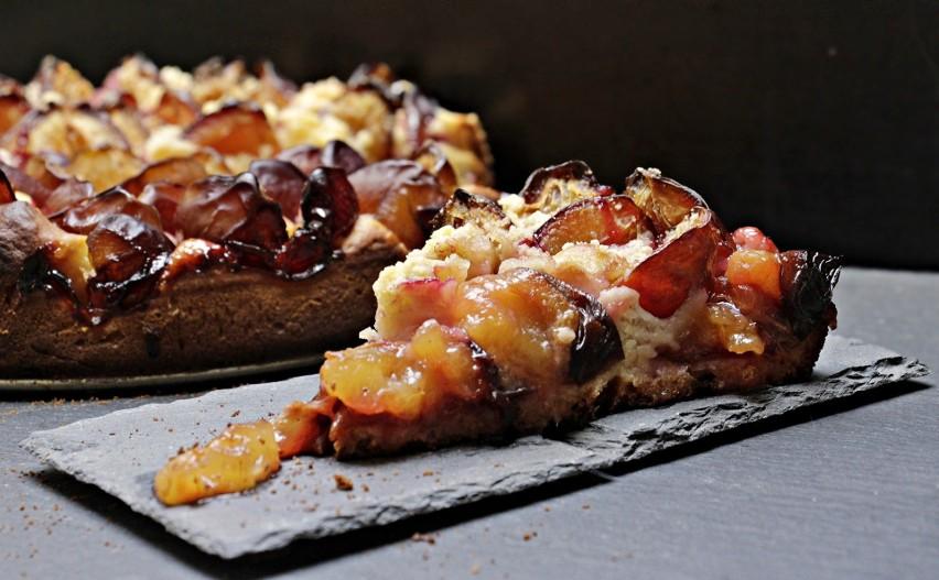 Ciasto drożdżowe ze śliwkami i innymi owocami...