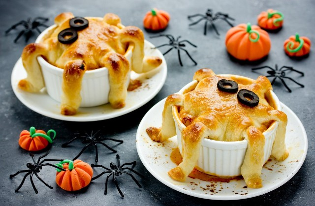 Halloweenowa przekąska: muffinki serowe.