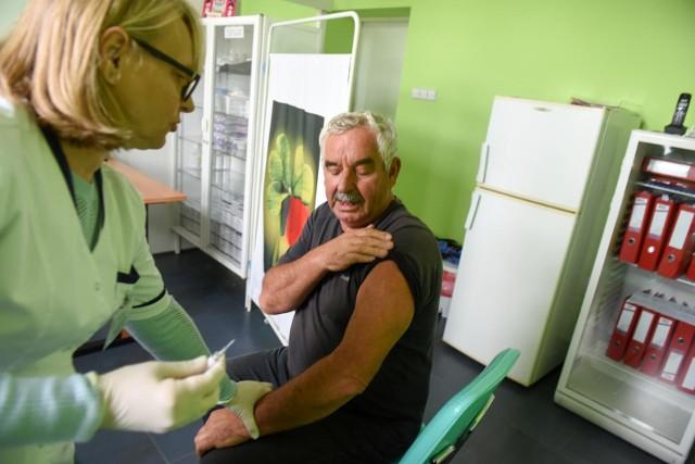 Od 7 października osoby, które ukończyły 65. rok życia mogą bezpłatnie zaszczepić się przeciwko grypie.