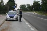 """Szydłowieccy policjanci zatrzymali pirata drogowego, już stracił prawo jazdy. Ponad """"setka"""" na liczniku i rajd przez wieś"""