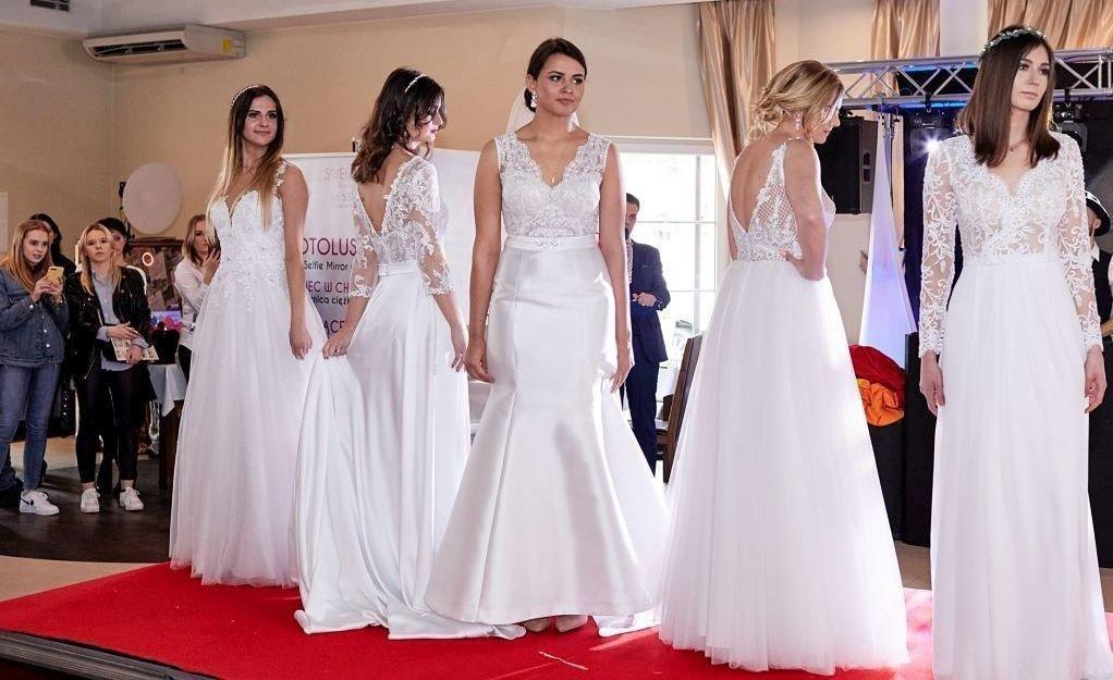 1f580c73f6 Ponad 1110 gości na Targach Ślubnych w Camelii w Lubachowach. Piękne  modelki prezentowały suknie ślubne z najnowszych kolekcji (DUŻO ZDJĘĆ)