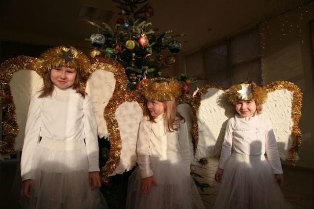 Natalia, Milena i Kamila z przedszkola nr 43 w Białymstoku zaśpiewały o najpiękniejszym aniołku