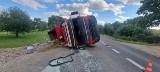 Wypadek w Wartkowie. Na drodze nr 162 przewróciła się ciężarówka