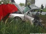 Tragiczny wypadek w Tonowie. Auto uderzyło w drzewo. Nie żyją dwie osoby, w tym uczennica z Wielkopolski