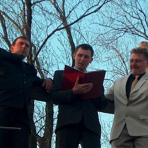 Członkiem kawalerskiego klubu zostaje wyłącznie nieżonaty mężczyzna po ukończeniu 18 roku życia urodzony w Szymborzu.