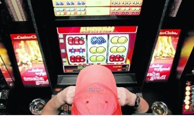 Mój małżonek trwoni nasz majątek, grając hazardowo na giełdzie. Zaciąga też pożyczki w parabankach i u znajomych. Co zrobić, żeby uniknąć konsekwencji takiego zachowania? - pyta Zofia J.Na pytania Czytelników - odpowiada adwokat Jerzy CiesielskiCzytaj na kolejnym slajdzie