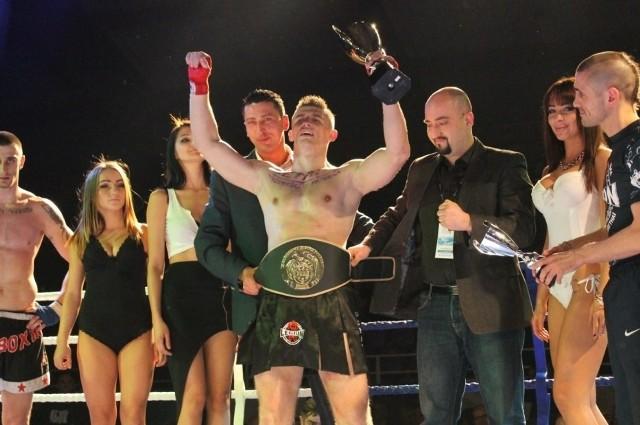 W trakcie ubiegłorocznej gali Mateusz Hiki zdobył tytuł Zawodowego Mistrza Polski w kategorii do 91 kg Polskiego Związku Kickboxingu. Czy w tym roku również wyjdzie z pojedynku zwycięsko?