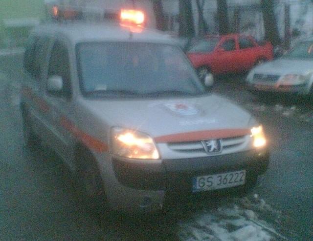 Zdjęcie zrobione podczas interwencji przez Tomasza Świtka. Radiowóz SM przez godzine stał z właczonym silnikiem.