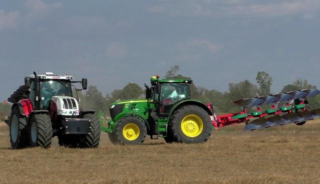 Sprzedaż ciągników rolniczych jest niższa o 16% od tej w lipcu i o 35% od tej w sierpniu ubiegłego roku.